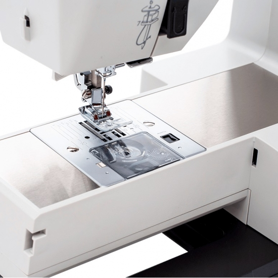 Швейна машина Necchi Q132A