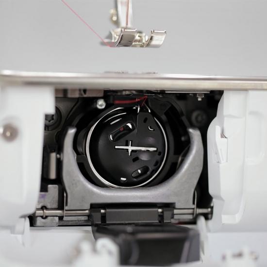 Швейно-вишивальна машина Bernina 770 QE