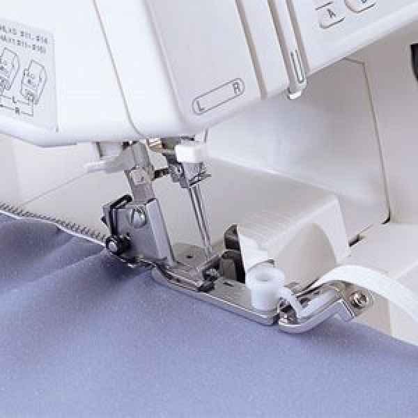Лапка для вшивания тесьмы -  резинки к оверлокам Brother фото
