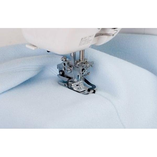 Лапка с центральным направителем для распошивальных машин Janome фото